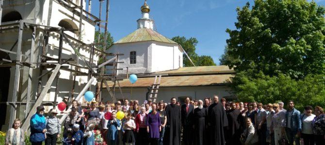 Руководитель КЦ ПАН СВ иерей Алексий Авдюшко принял участие в установке купола Троицкого храма в селе Татево